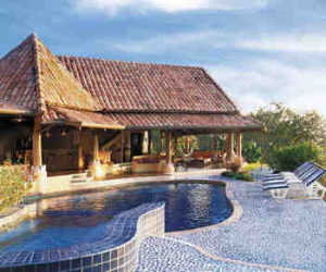 Luxury villa with 18 hectares private Pacific Coast Estate with waterfalls and lush gardens to rent